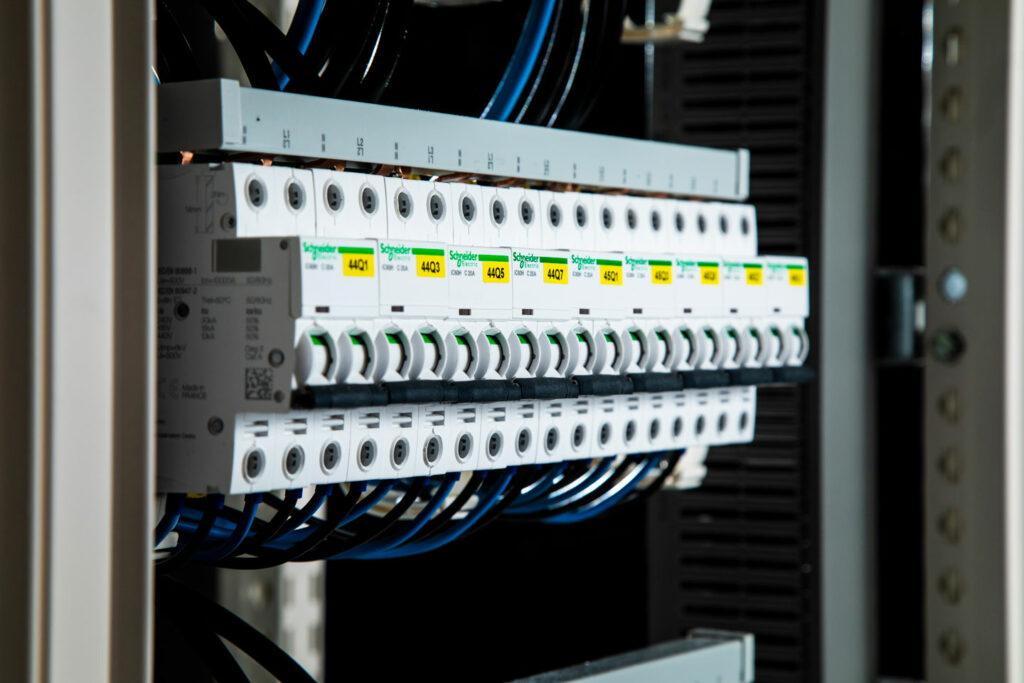 VL Technics - Bordenbouw afwerking met de grootste zorg in Waregem